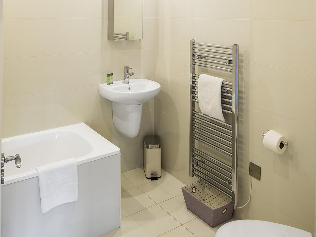 Bathroom, The Oaks, Rockfield Apartments,