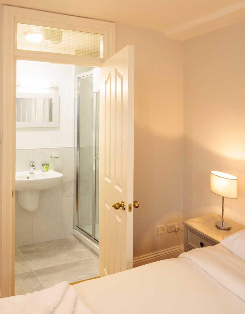 Baggot Rath House Apartments Ensuite Bathroom